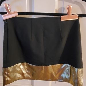 EXPRESS Skirt. Sz 2. Great Condition. Gold